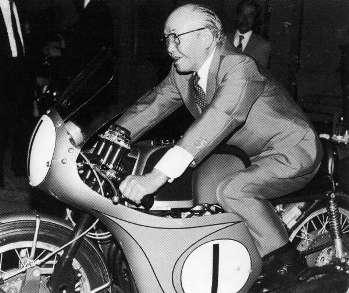 Хонда тестирует свой мотоцикл